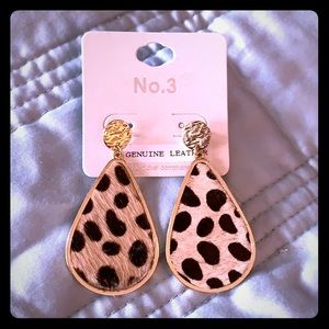 Leopard and gold drop earrings NWT